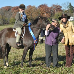 Hilltopper Champion: Lauren Gibson, Blue Ridge, and Landmark Crackerjack with organizers Iona Pillion and Douglas Wise