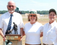 Winning Huntsman, George Thomas, MFH, Why Worry Hounds Linda Knox McLean, MFH, Aiken Hounds, Show Chairman (center) Jake Carle Photo
