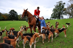 Mrs_Sarah_Angel_owner_of_the_Louth_Foxhounds_wishes_new_huntsman_Alan_Reilly_well